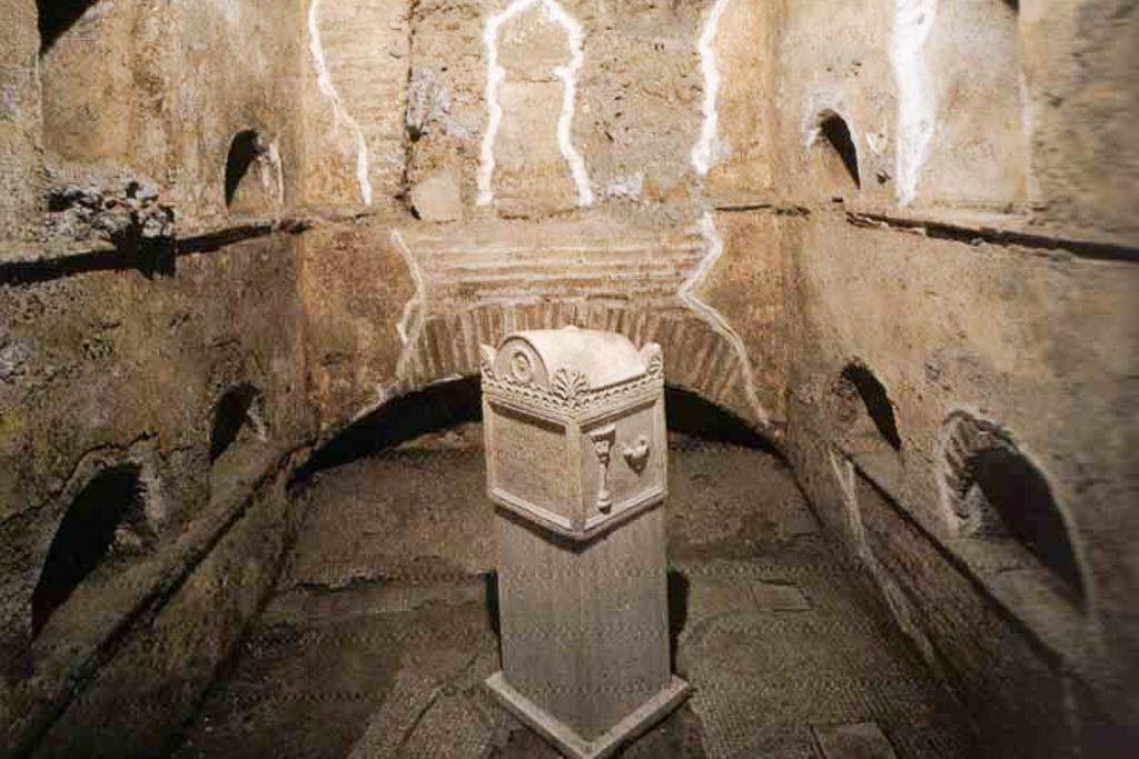 a pié, Catacumbas, Escapada, Isaac, Italia, mochilero, Necropolis, por libre, Vaticano